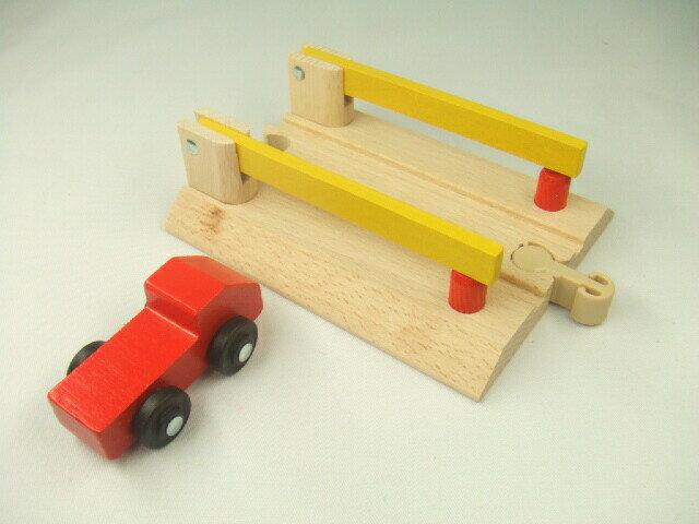 MICKI 踏切とトラック(9636) ミッキィ社 汽車セット 木製レール 木のおもちゃ 木製 汽車 レール 出産祝いお誕生日 知育玩具
