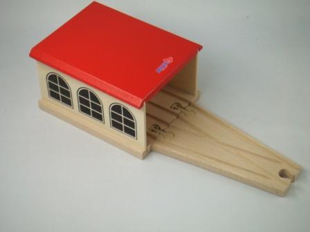 汽車セット エンジンハウス(9642) MICKI ミッキィ社 汽車セット 木製レール 木のおもちゃ 木製 汽車 レール 出産祝いお誕生日 知育玩具