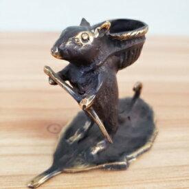 ネズミ マウス 葉っぱ鼠 お香スタンド 真鍮 アンティーク調 ブロンズ像 バリ雑貨 置物 インテリア