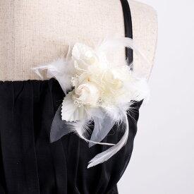 トリプル羽根コサージュ 結婚式や2次会などのパーティー 卒業式や入学式 入園式などのフォーマルな場面で