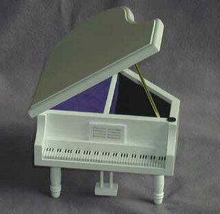 グランドピアノ白あける
