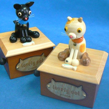 うなづきネコちゃん(ラブリーキャット 木のプレート)三毛ネコ・黒ネコ ★ カラクリ オルゴール プレゼント