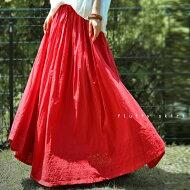 ゆるいけど、ゆるすぎない甘さをプラスしたロングスカート。フレアスカートレースアンティカフェapaa/s
