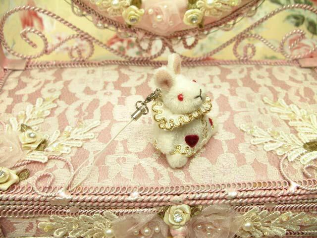 ラルイス るいす LA LUICE 不思議の国のアリス トランプウサギ ぬいぐるみストラップ マスコット 携帯ストラップ レディース かわいい 人気 おすすめ