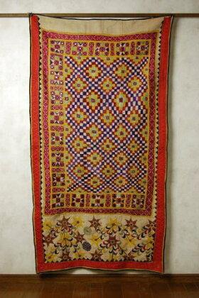 インドのミラー刺繍の飾り布(タペストリー)