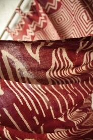 インド 木版染めコットンボイルカーテン 赤 ベージュ 幾何学 【アジアン】【インド更紗】【インド綿】【プレゼント】【YDKG-f】【エスニック】【インテリア】【コットン】【ネコポスOK】+A+H