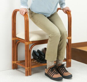 玄関ベンチ 立ち上がり 手すり付き シューズラック 棚付き 玄関 椅子 チェア ベンチシート ラタン 天然籐 幅60cm 完成品
