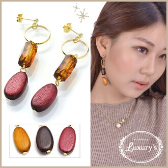 Pretty red red wedding ceremony handicraft charm parts Luxury's where the beads Wood pierced earrings Lady's overswinging size volume swing motif which I hang, and an adult catch does not fall into which decides it, and shakes is pretty