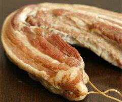 和歌山県、かつらぎ町のスゴ腕養豚家大浦さんが育てた「三元豚の手作りベーコン」