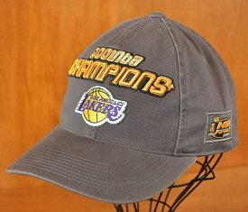 2001年 / SPL28 / NBA LOS ANGELES LAKERS ロサンゼルス レイカーズ NBAファイナル チャンピオン / ベースボールキャップ ベルトバック キャップ / グレー【中古】▽