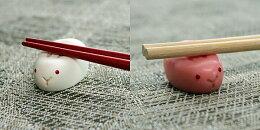 【紅白うさぎ小物】可愛い紅白うさぎのはし置き♪(ウサギ食卓テーブルマナーはし置き箸置き記念日お客様用お正月用オシャレおしゃれかわいいインスタSNSキッチン用品食器調理器具プレゼントパーティー)