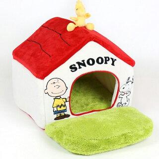 ペットパラダイススヌーピーお庭付き赤い屋根のハウス