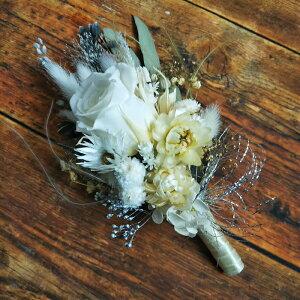 【送料無料】コサージュ シャビーテイスト ホワイト プリザーブドフラワー 卒業式 入学式 結婚式 ブートニア 花束 プレゼント