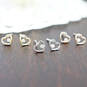 10金ホワイトゴールドのハートのピアスに0.02ctのダイヤ 天然ダイアモンドが輝く シルバー ゴールド ピンクゴールドの3色 送料無料 宝石鑑別書カード付き