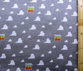 キャラクター 生地 トイストーリー ( グレー ) 柄番号37 ( 2019 - 2020 ) シーチング ( 布 綿100% ) 生地幅−約104cm ( ディズニー トイ ストーリー ウッディ バズ 壁紙 雲柄 )