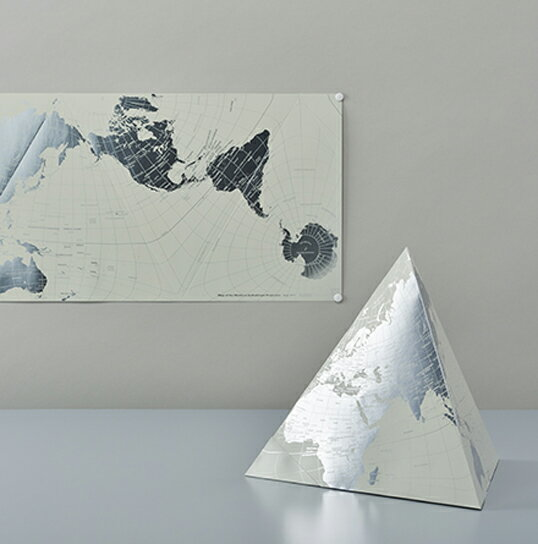 "PLATINUM AuthaGraph WORLD MAP ""our planet on tetra and on rectangle[プラチナ]オーサグラフ世界地図三角地球儀と四角い地図面積が極力正しいオーサグラフ図法を用いた世界地図です."