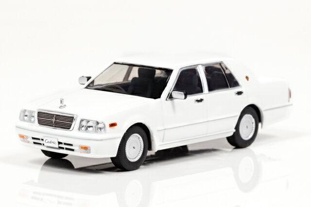 CARNEL 1/43 日産 セドリック クラシック SV (PY31) 1998 ピュアホワイト 完成品ミニカー CN439804