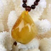 乳白琥珀ネックレス[A4785]【大粒ミャンマー産乳白琥珀】【ペンダント・ネックレス】琥珀・アンバー・こはく|メンズ・レディース|ネックレスに|パワーストーン・天然石琥珀|
