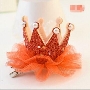 お子さんに!王冠の布製ヘアクリップ(レッド)・キッズアククセサリー・ヘアアクセサリー・発表会・結婚・パーティ・変装・ゴスロリ・王様・コスプレ衣装