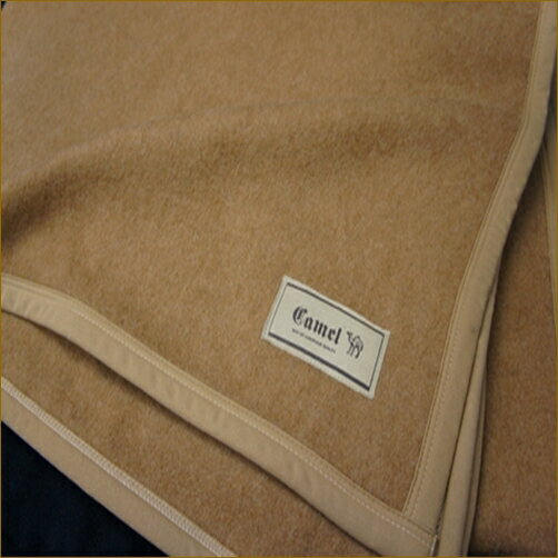 [ 起毛士・瀧谷 一夫 ] キャメル100% 襟くり毛布 くり衿毛布 暖かい 保温 日本製