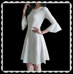 ほっそりと着痩せ効果抜群!歩く度に揺れる裾のきらきらビーズがとても綺麗なニットフレアワンピース