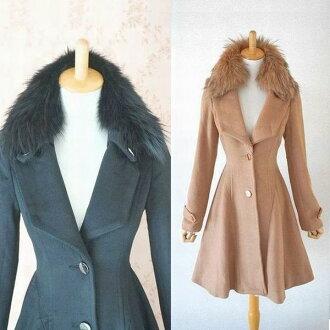 A beautiful line like the women very nice fox fur collar design wool coat