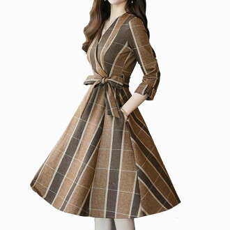 A line at the time of the wearing is beautiful in material with the dress long sleeves dress Lady's dress check dress check dress knee length dress knee-length dress flare dress tension in checked pattern dress dress autumn