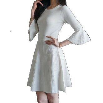 A knit dress flare feeling of lovely mature neatness cleanliness that seems to be a lady's refined knit dress dress small size three-quarter sleeves dress bell sleeve white dress flare dress bell sleeve woman in spring