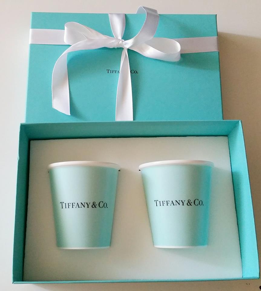 Tiffany ティファニー ペーパー カップ ボーンチャイナ ティファニーのギフトボックス入り 母の日 バースデー プレゼント 祝い ギフト クリスマス TIFFANYのショッパー リボン付き