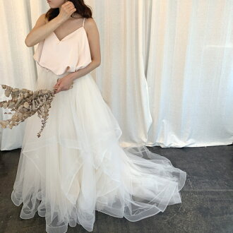 There is mi-mollet length minidress party dress adult wedding wedding dress big size in wedding second society wedding ceremony bride wedding dress dress; is a graduation ceremony graduating students' party to honor teachers in white white maternity preg