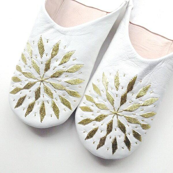 モロッコ スリッパ バブーシュ 刺繍 ホワイト ゴールド 室内履き スリッパ ルームシューズ 靴 かわいい 可愛い おしゃれ 女性 手作り モロッコ雑貨 母の日 ギフト プレゼント