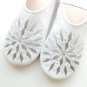 モロッコ スリッパ バブーシュ 刺繍 ホワイト シルバー 室内履き スリッパ ルームシューズ 靴 かわいい 可愛い おしゃれ 女性 手作り モロッコ雑貨 母の日 ギフト プレゼント