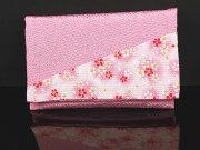 かわいいピンクの珠数入れです。
