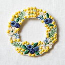 刺繍ブローチ P-TOUCH CUBE コラボ ミモザのリース(高さ約6.5cm×幅約6cm)
