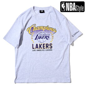 【NBA Style 2021 SS】 Championships Collection Los Angeles Lakers グラフィックレタリングロゴ ルーズフィットTシャツ / ロサンゼルス・レイカーズ