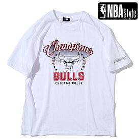 【NBA Style 2021 SS】 Championships Collection Chicago Bulls グラフィックレタリングロゴ ルーズフィットTシャツ / シカゴ・ブルズ