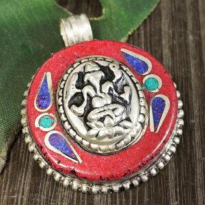 インドの神様 ガネーシャ ホワイトメタル ペンダントトップ レッド|夢をかなえるゾウ|ヒンドゥー教|象頭財神【メール便対応可】