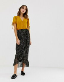 ニュールック レディース スカート ボトムス New Look midi skirt with ruffles in ditsy floral print Black pattern