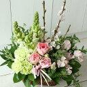 春の枝ものとチューリップの春色 フラワーアレンジメント 花 誕生日 プレゼント 女性 母 祖母 花 お誕生日 お花 お祝い 定年 退職祝い …