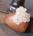 優しさをギュっと詰め込んだ『 ぷっくり ハートネックレス 』カギ針 のお花 モチーフ が愛らしさをひきたててくれますフラワー ウッド …