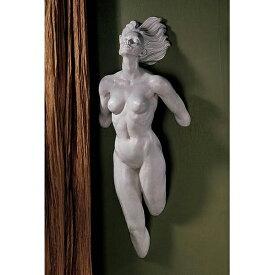 前へ踏み出す女性像 セクシーヌード女性の壁掛け彫刻 彫像インテリア/ Design Toscano Stepping Out Wall Sculpture(輸入品