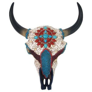 デザイン・トスカノ製 精霊の平原の戦士 模造の宝石に鏤められた、牛の頭蓋骨、厚さ 約10cm、フルカラー彫像 彫刻 カフェ 焼肉店 ジンギスカン店 パブ プレゼント(輸入品)