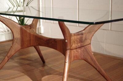 ・ogオーガニックなガラステーブル170・北欧ミッドセンチュリーモダンデザイン・オーガニックレトロモダンスタイル・ウォールナット無垢ダイニングテーブル・ガラス天板木製テーブル、食卓・モダンリビングダイニング