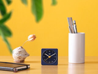 置き時計置時計ブラウンおしゃれギフト目覚まし時計目覚し時計テーブルクロックトラベルクロックミニ小さいアナログアラームBRAUNクラシックトラベルアナログアラームクロックBC02