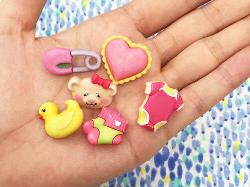 【輸入ボタン】ButtonsGaloreボタン6個セットBabyHugs(SweetBabyGirl)ベビー/女の子モチーフ