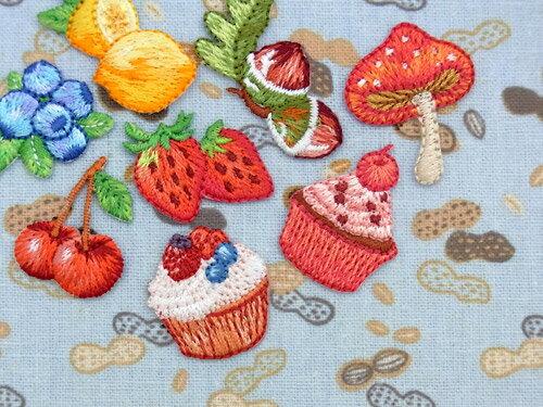 【ヨーロッパ製アップリケ】 Fruits&Sweets[ブルーベリー、レモン、イチゴ、カップケーキ(ベリー)、カップケーキ(チェリー)、ドングリ、キノコ、チェリー] アップリケ/ワッペン 1個単位での販売です。