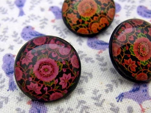 【ヨーロッパ製ボタン】フォークロア調フラワーボタン1個単位での販売です。