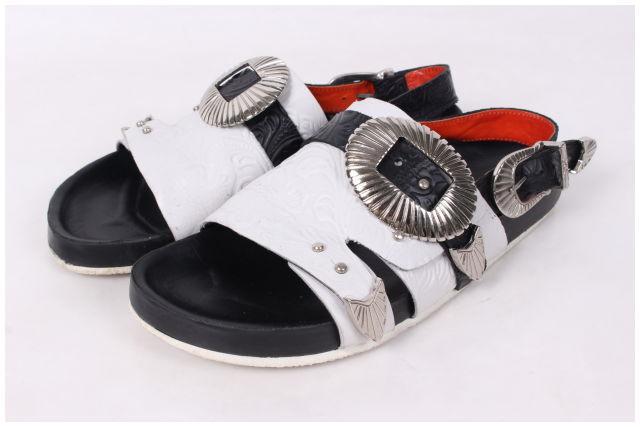 【新入荷!!】TOGAトーガPULLA Emboss metal sandal サンダル[LFWO44938]【SS】【中古】【2点以上同時購入or5400円以上のご購入で送料無料】