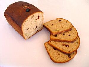 ロシアの黒パン・ライ麦90%クルミ&レーズン入り(カット)国内ベーカリーから直送/送料無料対象外