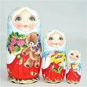 セルゲイ・コブロフ工房「やすらぎ ミニ〜クマのぬいぐるみを抱く少女のマトリョーシカ赤のドレス」11cm3個組作家 ス…